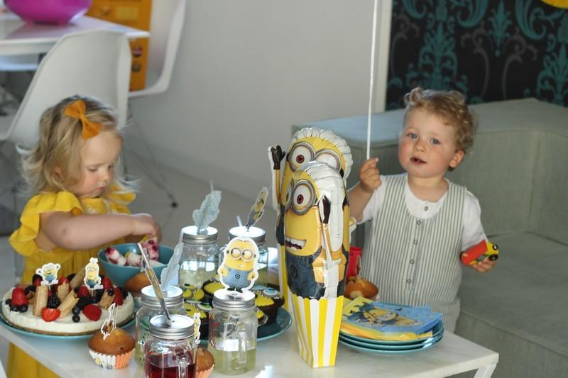 minionki rozrabiają urodziny