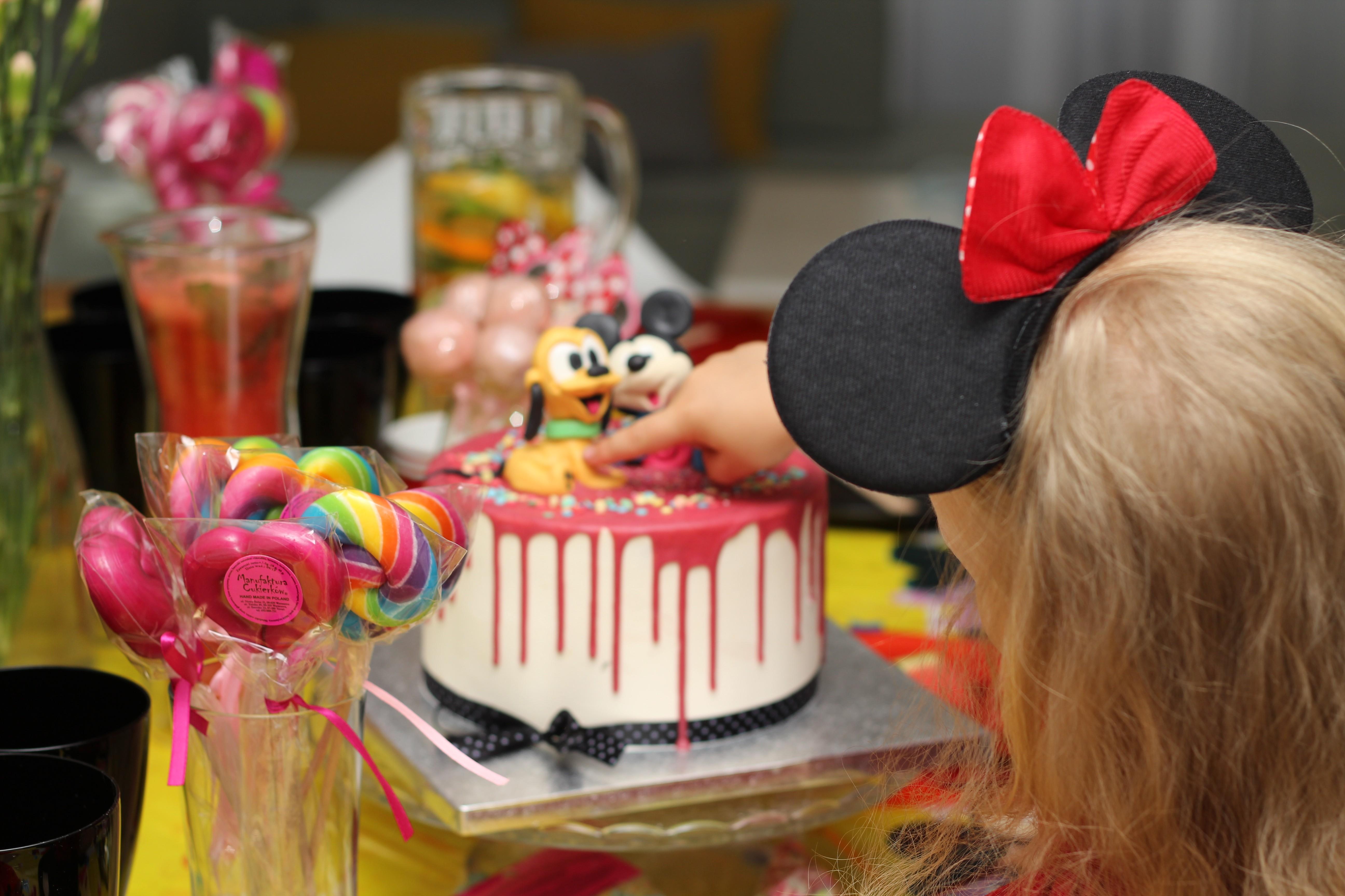 Impreza w stylu Myszki Miki